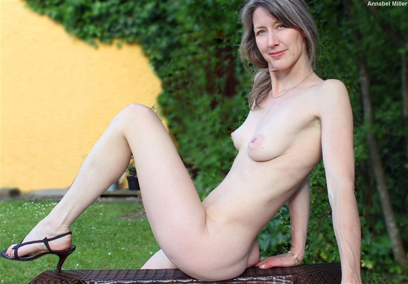 Annabel photo set: nude in Tuscany 5